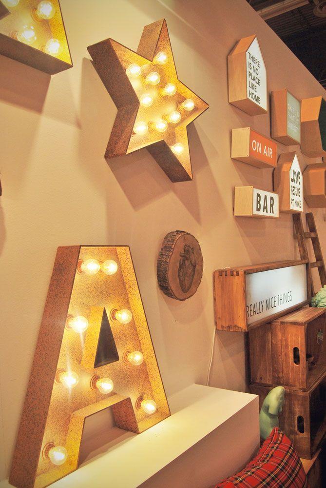 Letras y formas con #bombillas, de @Really_NT