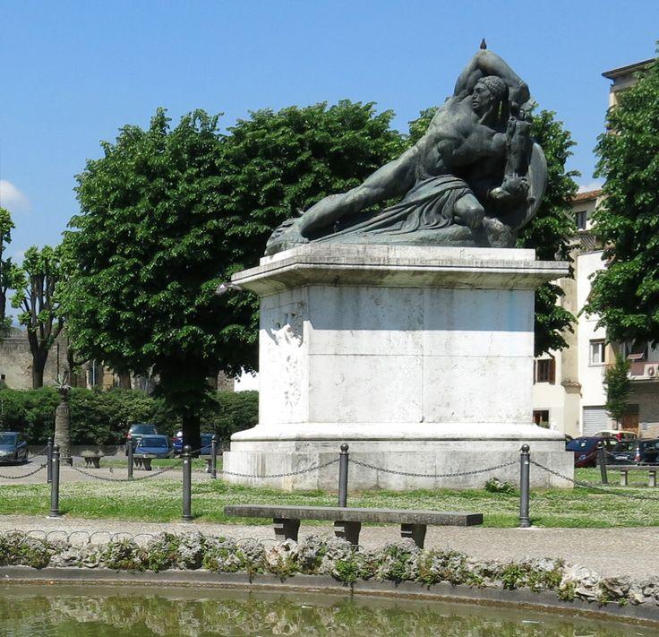 monumento piazza Mazzini