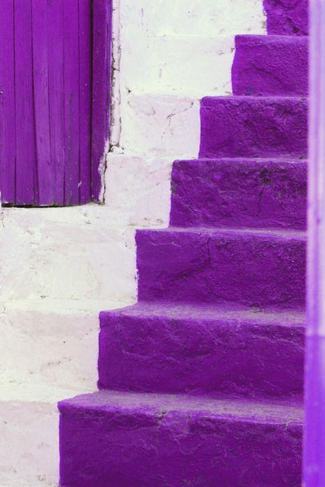 La escalera hacia el éxito es morada