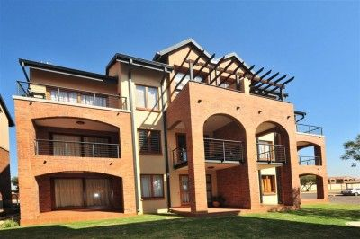 Perfect for the Young Professional! To Let: R4,700 P/M Bachelor Apartment…