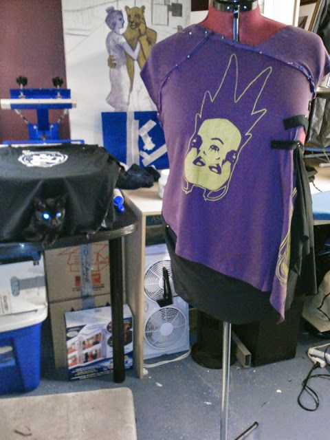 TerreDada Tees: Sérigraphie et confection de vêtement. Screen printing, diy, t-shirt, repurposing, eco, fashion.