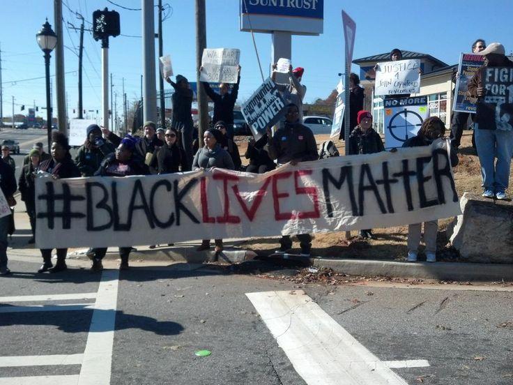 Segui   ATL #JobswithJustice on Twitter || A deal ain't a deal if @Walmart kills! #BoycottBlackFriday #BlackLivesMatter #WalmartStrikers