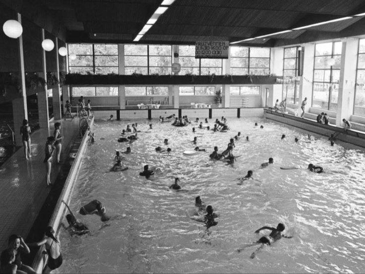 Vierwindenstraat. Het sportfondsenbad in Breda omstreeks 1973