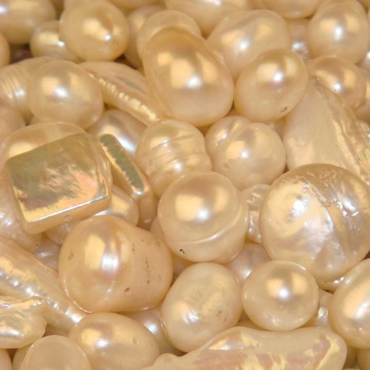 "Pearl, the ""Stone of Truth, Faith and Love,"" enhances personal integrity and helps provide focus and deep meaning to the object of your attention, bringing you wisdom and spiritual guidance. Pearl signifies sincerity, faith and loyalty to your cause."