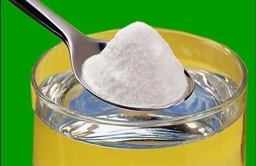 Le bicarbonate de soude est l'un des produits que nous utilisons le plus chez nous.Mais savez-vous comment l'utiliser ? Beaucoup de personnes ignorent ses nombreuses vertus. Bien sûr, à consommer sans excès ! Par exemple, certaines de ses vertus permettent l'élimination d'une échardes dans le doigt ou le maintien de dents propres et saines. Ces …