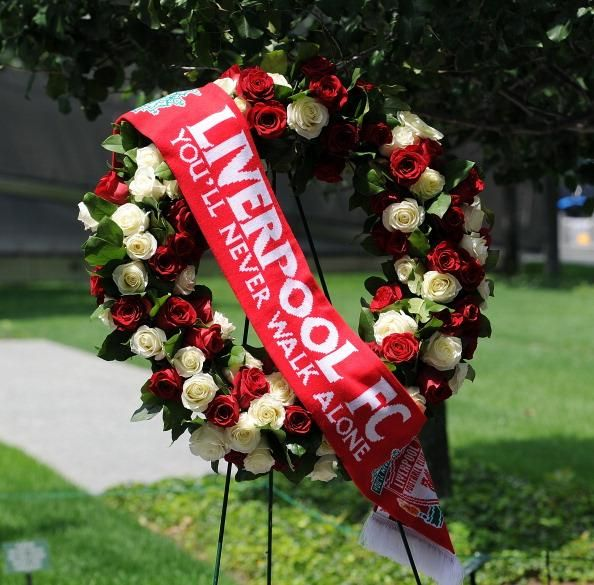 An #LFC wreath was laid at the 9/11 memorial site in New York as a mark of respect. #LFCTourUSA #LFCTour