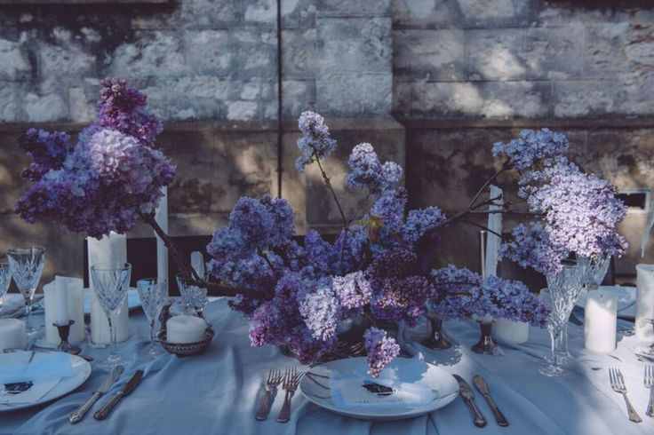 7 Essentials for a Dramatic Tablescape / with Styled Notion