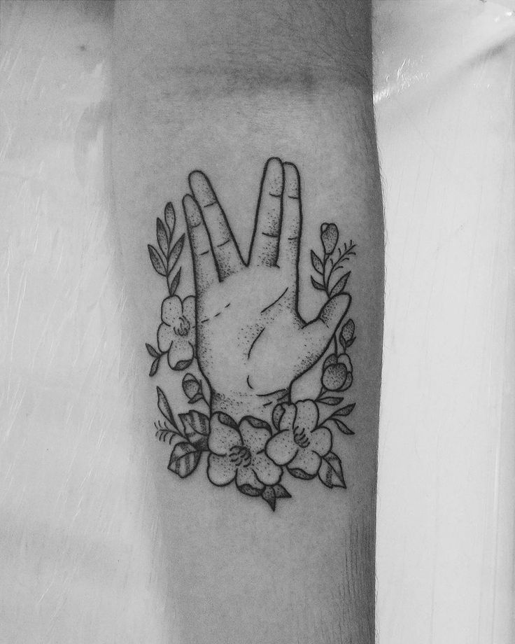 A life is like a garden. Perfect moments can be had, but not preserved, except in memory. Live Long and Prosper. #Tattoo #Spock by Luana Xavier (https://www.instagram.com/luanaxaviertattoo/)