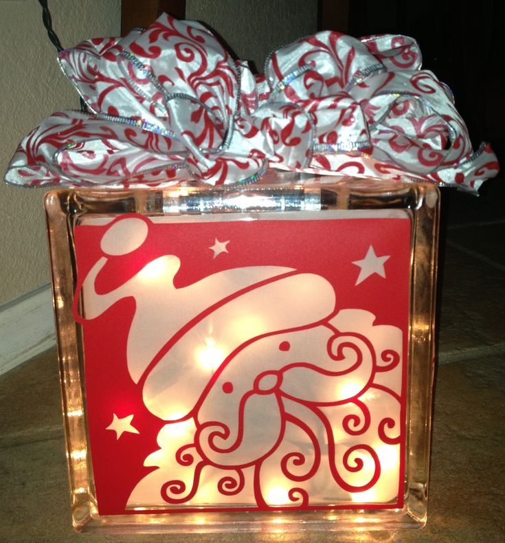 Santa from the Silhouette store in a glass block. My very first vinyl project