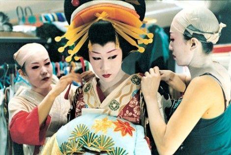 Preparing for kabuki performance