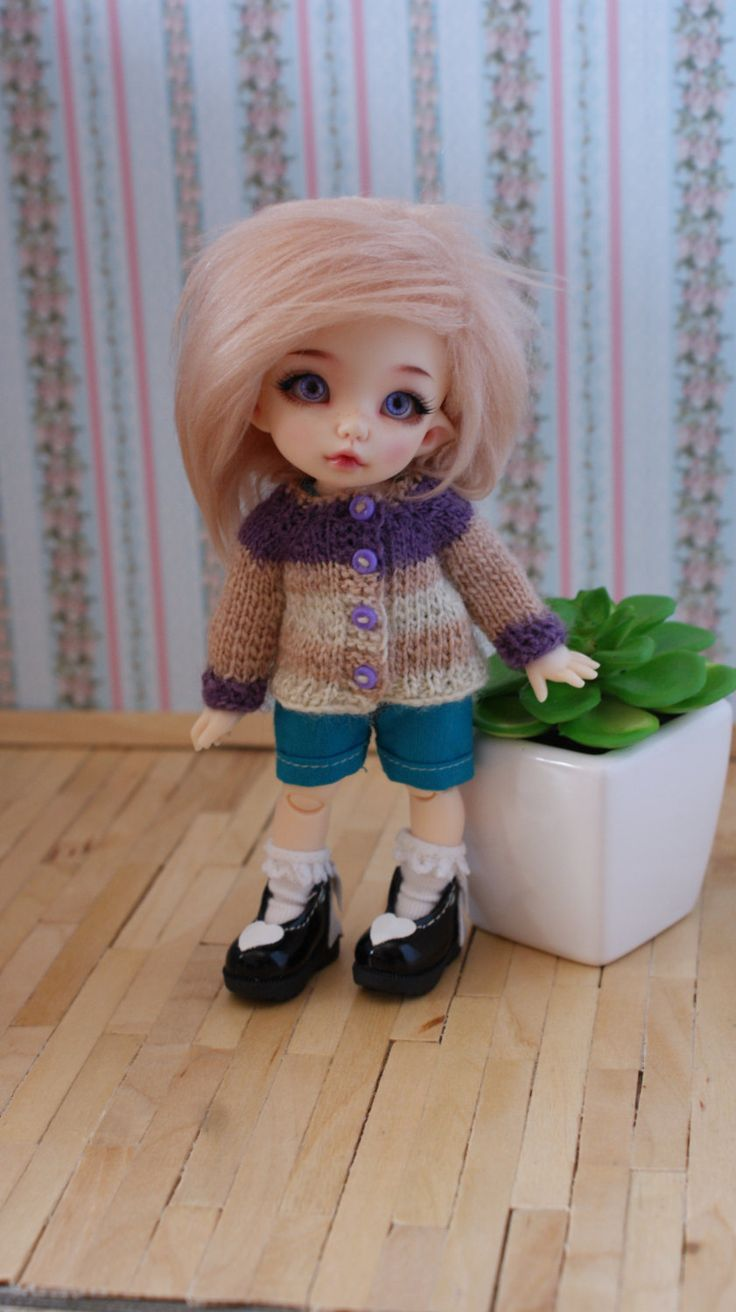 This sweater fits Lati Yellow Dolls, dolls PukiFee Fairyland and Tiny Dolls DELF LUT. by CocoDolls on Etsy