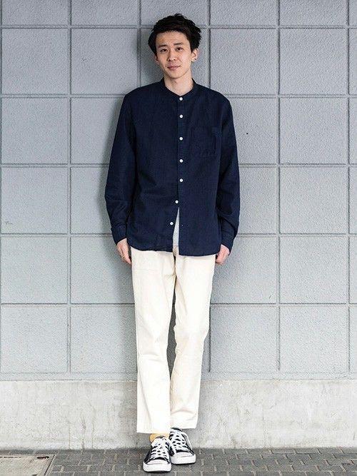 トップスはリラックス感のあるノーカラーのリネンコットンシャツ。くるぶしが見える絶妙なアンクル丈のストレッチスリムパンツで春らしく軽やかに。  ノーカラーリネンシャツ (Color:ネイビー/¥7,900/ID:715688/着用サイズ:M) クルーネックTシャツ (Color:グレー/¥2,900/ID:180480/着用サイズ:L) スリムフィットチノ (Color:ナチュラル/¥7,900/ID:639541/着用サイズ:29x30) その他:参考商品 スタッフ身長:179cm  ■渋谷店 http://mobile.gap.co.jp/stores/sp/store.php?shopId=36143814 ■オンラインストアはこちら http://www.gap.co.jp/browse/division.do?cid=5063 ■GapストアスタッフコーデをWEARで見る(Men) http://wear.jp/gapjapanmen/