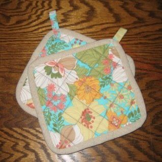 Pot holders DIY...plus a lot of other fun stuff on this site...this girl can sew!