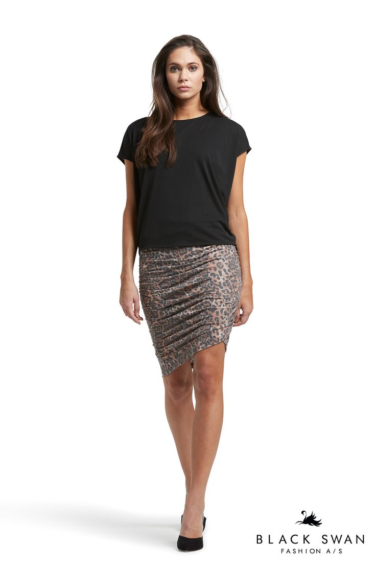 Leopard printed skirt with wrinkle effect in both sides and cool black top. Black Swan Fashion SS17