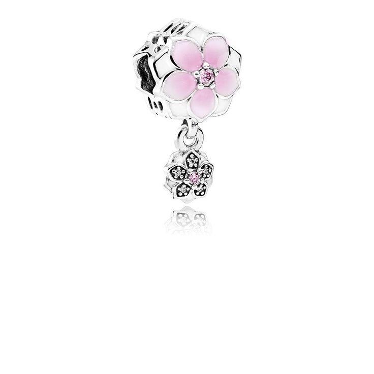 Charms PANDORA Wesoła magnolia, Kolor: Róż, Biel, Materiał: Emalia, Metal: Srebro 0,925, Kamień: Cyrkonia sześcienna, Ten zapierający dech w piersiach charms wzbogaci bransoletkę o delikatne kwiatowe detale. Niezwykły kwiat magnolii kojarzy się z pięknem, gracją, szlachetnością i godnością. Jego uderzające piękno zostało uchwycone w tym cudownym projekcie. Płatki kwiatu pokryto ręcznie białą i różową emalią, a jego środek wykonano z różowego kamienia, 110.98 zł, 51% zniżka. Kup teraz: ..