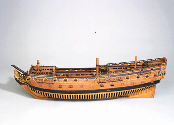 En cuanto al Lord Clive, el fuego acabó llegando a la santabárbara y el navío voló por los aires.modelo Kingston.