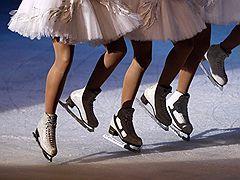 """10.01.2009 Танцоры из Санкт-Петербурга представили балет """"Лебединое озеро"""" на льду в Валлетте (Мальта)"""