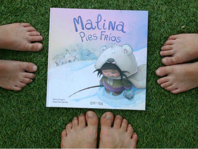 """Recomendación del libro infantil """"Malina Pies fríos"""". Una historia ambientada en el Polo Norte, pero que no podría ser más cálida. Con un final inesperado y muy acogedor."""