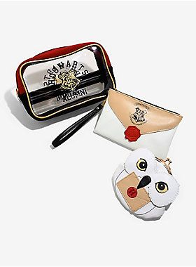 Can't travel on the Hogwarts Express without this! | Hogwarts Alumni Cosmetic Bag Set