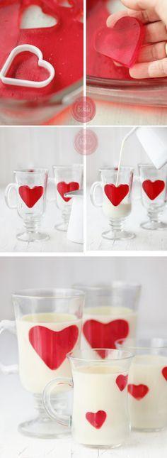Panna cotta de chocolate blanco y corazones de gelatina