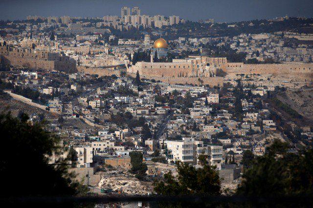 Trump reconocerá a Jerusalén como capital de Israel - Foto del martes de una vista general de la Ciudad Vieja de Jerusalén. Dic 5, 2017. REUTERS/Ronen Zvulun WASHINGTON/JERUSALÉN (Reuters) – El presidente Donald Trump reconocerá el miércoles a Jerusalén como la capital de Israel y pondrá en marcha la reubicación de la embajada de Estados Unido... - https://notiespartano.com/2017/12/06/trump-reconocera-jerusalen-capital-israel/
