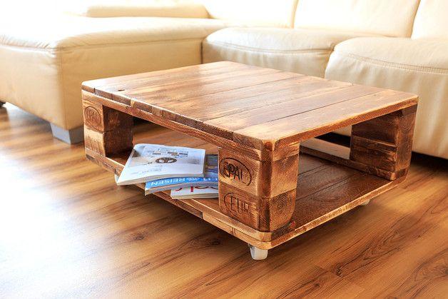 coole wohnzimmertische:Ein Unikat. Couchtisch aus Palettenholz auf vier Rädern. Teakmotiv