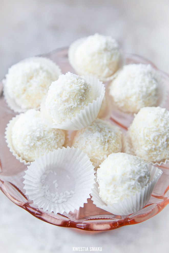 White Chocolate Coconut Truffles with Almond or Hazelnut Surprise | Kwestia Smaku.