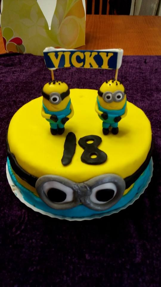 Tarta mínimo para el 18 cumpleños de vicky #tarta #tartaminion #tartafomdant #cake #fondant #felizcumpleaños #okamicake