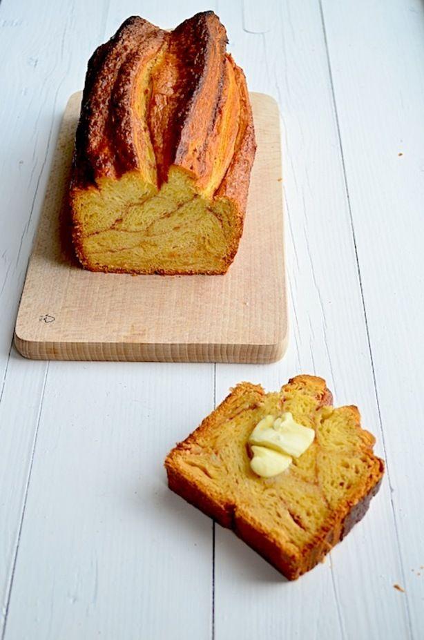 Een kaneelbrood gemaakt van slechts 4 ingredientenen - croissant deeg, suiker, kaneel en een eitje