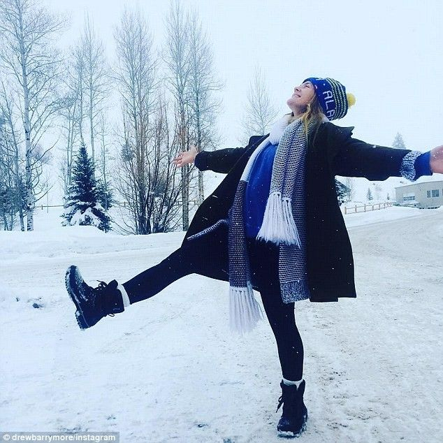 Snow angel: Drew Barrymore kicked up a leg as she posed in the snow. Her two kid and husband Will Kopelman were not seen in the image posted to Instagram  Read more: http://www.dailymail.co.uk/tvshowbiz/article-3374185/Courtney-Love-kicks-Yuletime-Instagrams-posing-lingerie-Michelle-Rodriguez-gets-nasty.html#ixzz56ZCMYXor  Follow us: @MailOnline on Twitter | DailyMail on Facebook