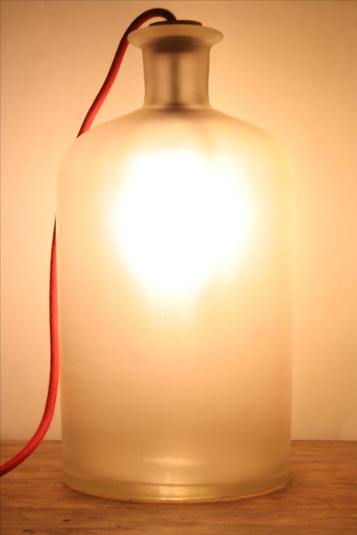 Bodenlampe aus einer alten Apothekerflasche. #upcycling #DIY