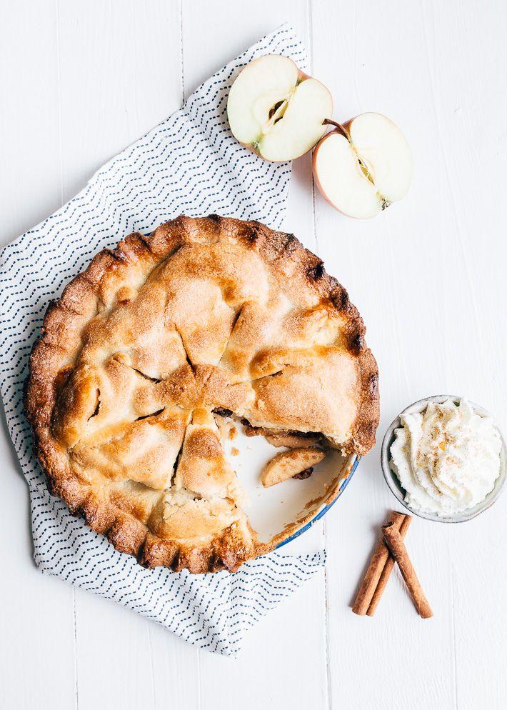 Wist je dat een Amerikaanse appeltaart veel minder suiker bevat dan de Hollandse. Vandaag deel ik een makkelijk recept voor deze American pie met jullie.