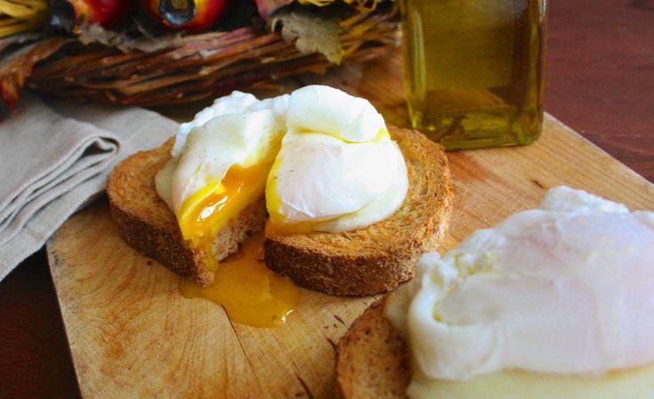 Crostoni con uovo in camicia