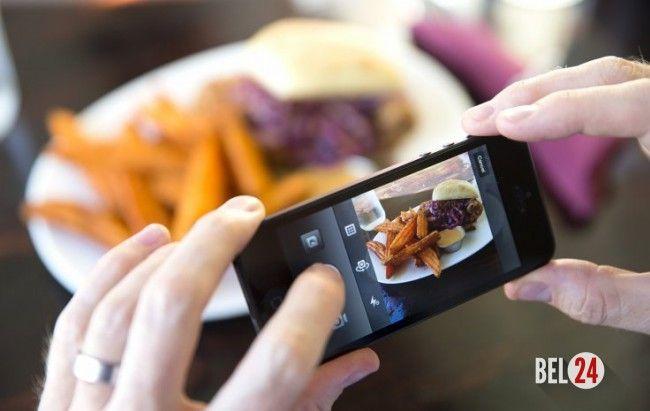 Google научит смартфоны считать калории по фото еды          Google разрабатывает программное обеспечение для подсчета калорий на фотографиях с изображением еды. Научный сотрудник компании Кевин Мерфи (Kevin Murphy) представил проект Im2Calories на недавнем мероприятии Rework Deep Learnin
