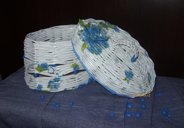 basket in blue