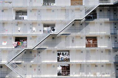 I love the beautiful rhythm to the organization in the Gifu Kitagata Apartments by Sejima.