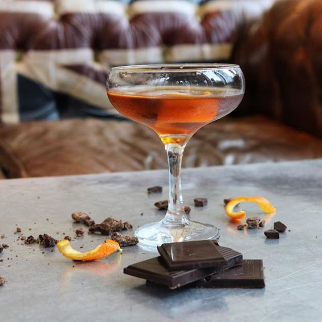 We're celebrating classic Daddisms with Woodford Reserve this month for Father's Day! Toast to one of our personal faves 'We were grateful to have an Orange at Christmas' with our equally classic Chocolate Orange Sazarac!    Bag your old man a complimentary Smokey Old Fashioned and book below:    http://thealchemist.uk.com/offers/fathers-day-complimentary-smokey-old-fashioned/  •  •  •  #fathersday #woodfordreserve #woodford #fathersday2017 #chocolate #orange #chocolateorange #sazarac…
