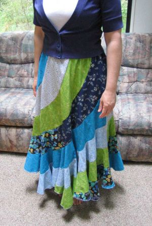 The Spiral Skirt - Site includes pattern that can be adjusted to different sizes by adding or subtracting gores.