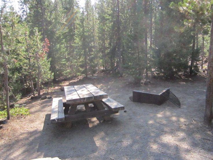 Willamette National Forest: Elk Lake Campsite: July-late sept: 14 sites,