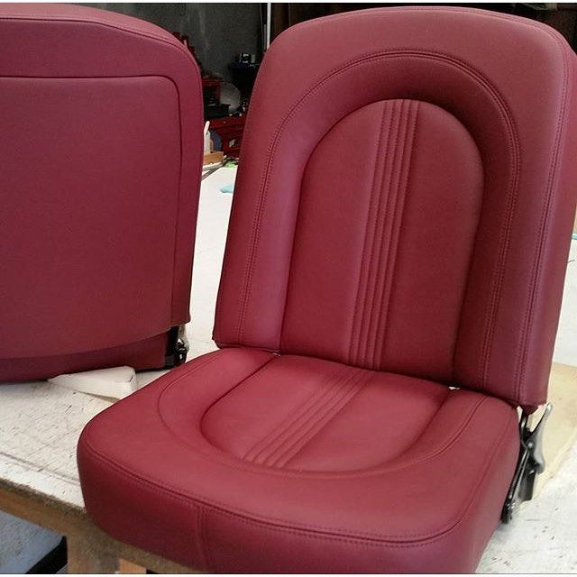 Beautiful custom bucket seats trimmed by @top_end_interiors #thehogring #handmade #autoupholstery #sewing #stitching #upholstery #carinterior #leather #leatherwork #sewing #leathercraft