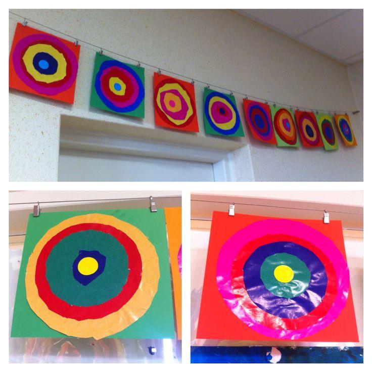 Thema kunst, Kandinsky, cirkels knippen en plakken met sitspapier groep 1, heel goed voor motoriek, kleuters.