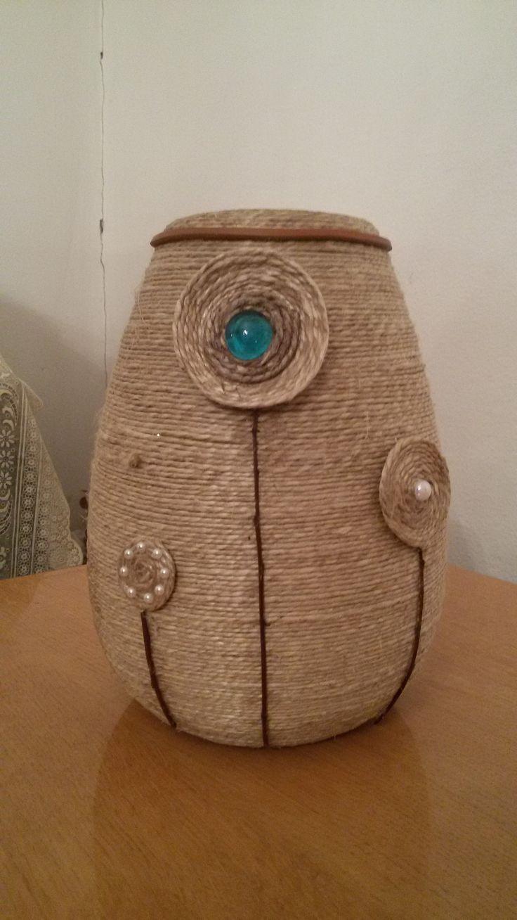 Vaso rivestito in corda impreziosito da pietre,interamente fatto a mano