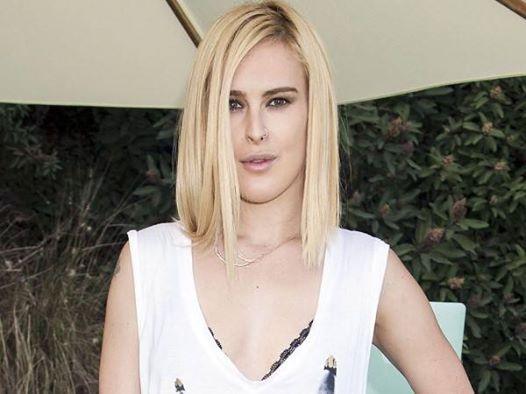 Bintang-bintang ini suka gonta-ganti gaya rambut, tapi mereka semua setuju bahwa pilihan rambut pirang lebih menyenangkan. on-msn.com/ULecyo