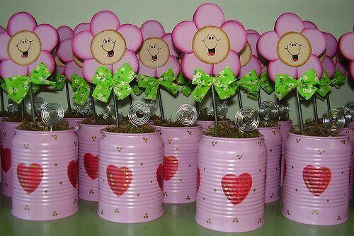más y más manualidades: Hermosos centros de mesa con flores de foamy o cartulina