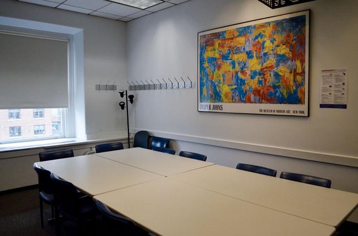 教室には大きな机が置かれています。コロンビア大学の詳しい情報はこちらから! http://www.ilisny.com/columbia
