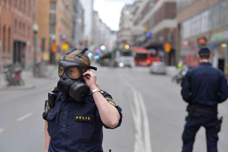 """#Estocolmo #Suecia, 1er Ministro señalo - """"Es un #AtaqueTerrorista""""; un camión arrollo multitud en #Drottninggatan una de las principales calles de la #Capital dejó 3 muertos y numerosos heridos; hoy Viernes, 7 de abril de 2017 ... /// Últimas #Noticias en directo"""