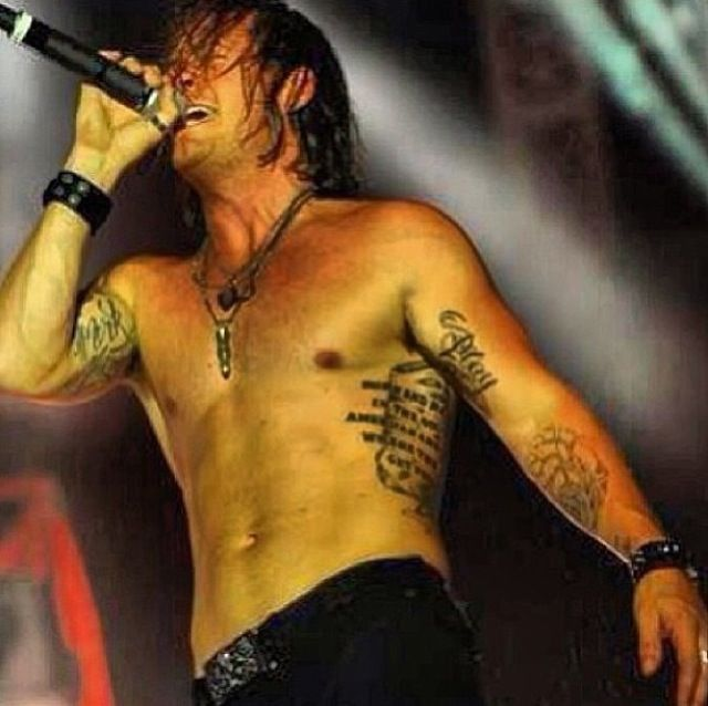 Tyler hubbard so damn sexy florida georgia line sexy for Tyler hubbard tattoos