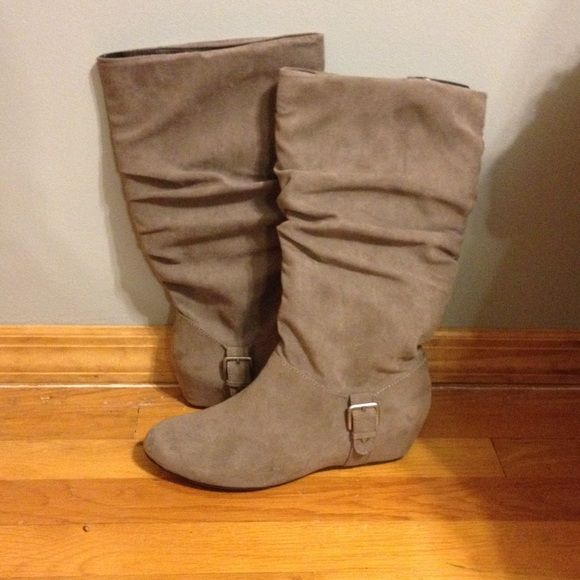 US 9.5 GRAY SUEDE BOOTS Gray suede boots. Very small wedge. Size US 9.5. Worn once Shoes Winter & Rain Boots