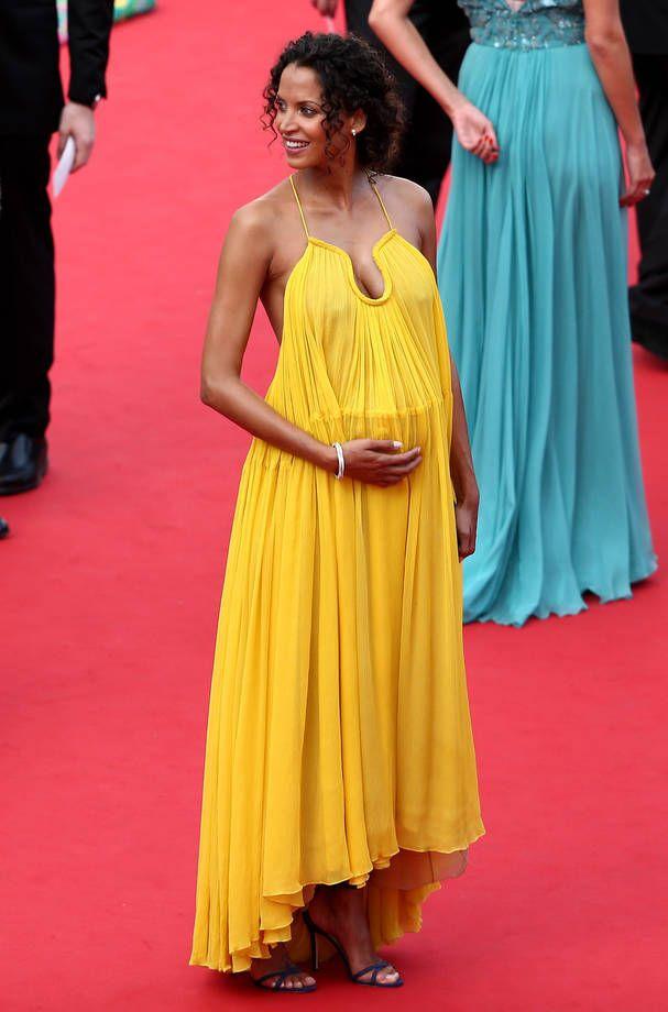 Gli abiti più belli di Cannes 2015 | Noemie Lenoir in abito lungo giallo morbido con spalline sottili | FOTO