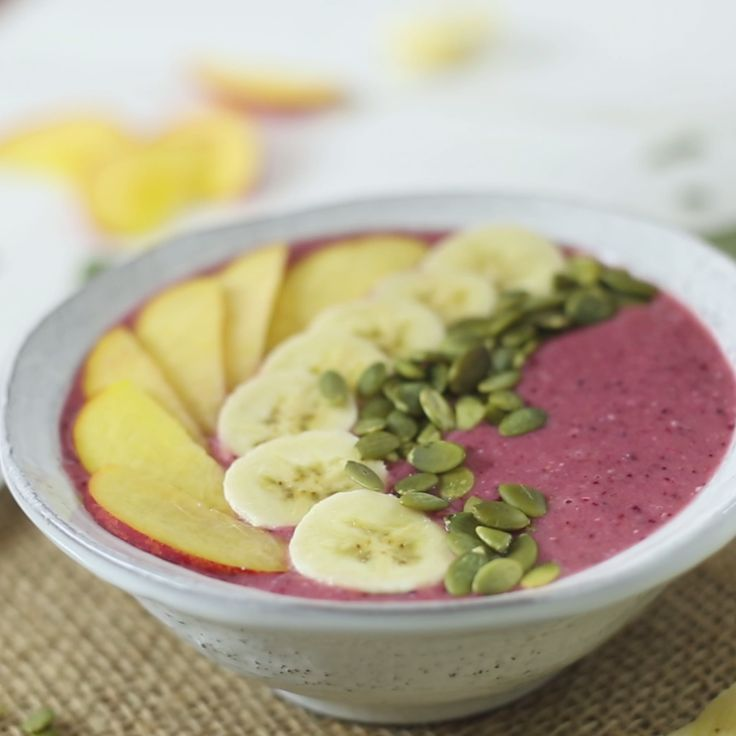 How to make Peach, Orange and Berry Smoothie Bowl.